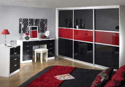 Titan 3 door, matt silver frame, red and black panes